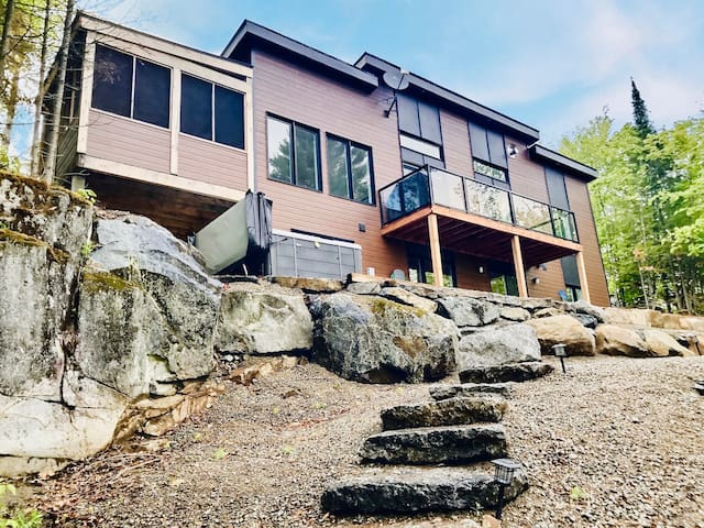 Hygge Overload! Panoramic Lakefront Cottage w/ Hot Tub