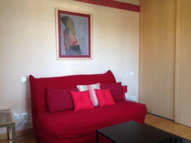 Studio meublé indépendant dans maison