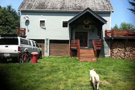 The Harn - Renovated barn home on acreage - Port Ludlow - Hus