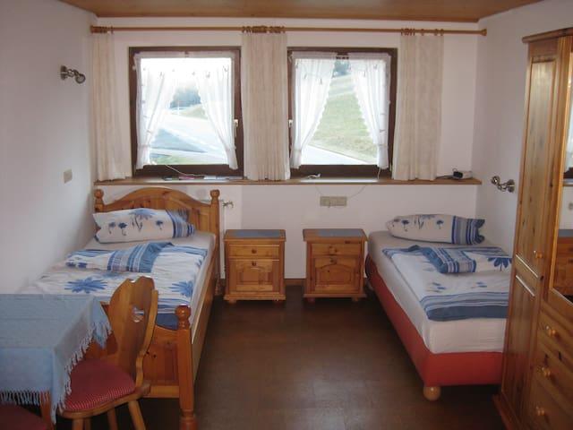 Privat Zweibettzimmer Haus am Kreuzbüh´l Dachsberg