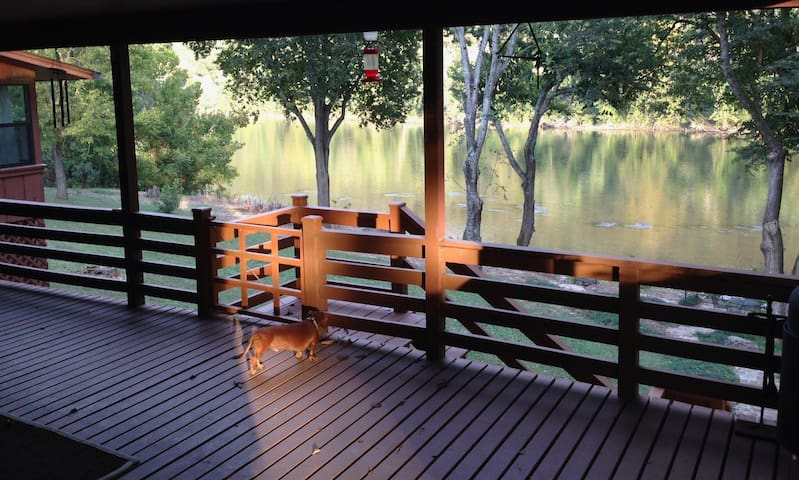 Very private cabin on the beautiful White River