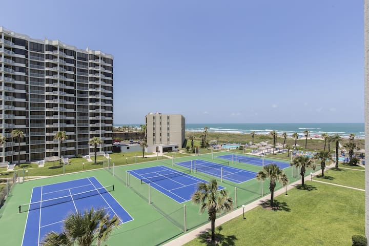 Amazing View Modern 2 BR/2BA Sleeps 6, Pool C7