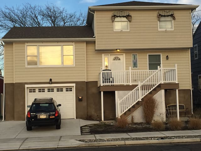 Ventnor, NJ, Shore House, minutes from beach & AC