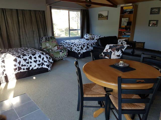 The Cowshed - Picton - Apartment