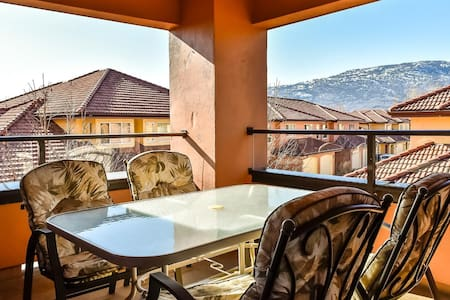 Furnished 2bedroom & den vacation rental
