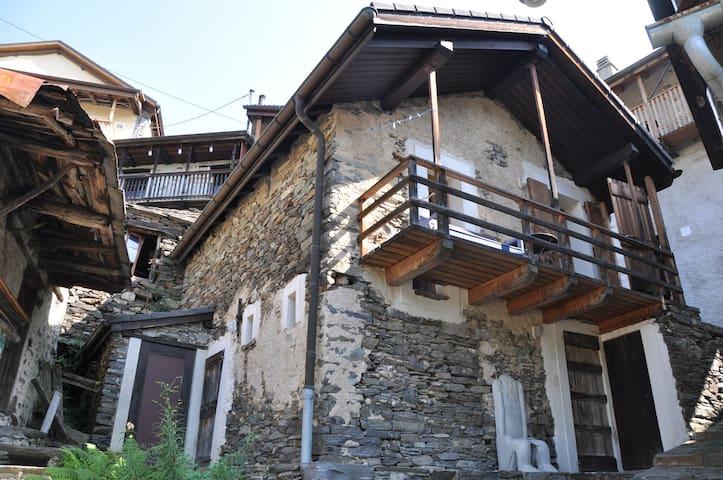 Stilvoll renoviertes Rustico - Gambarogno