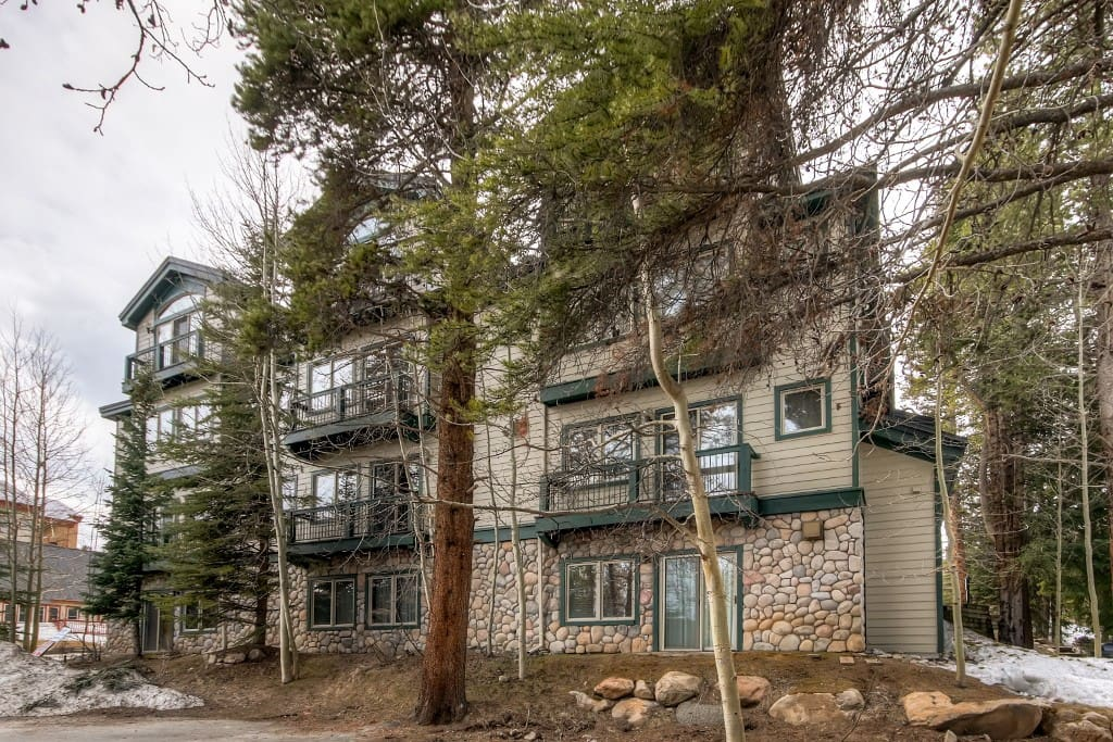 This condo is located across from the Snowflake lift and just a short ride or walk to Main Street!