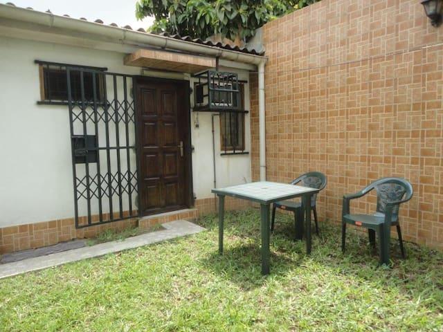 Villa CB petite chambre 3 propre sécurisée Cocody