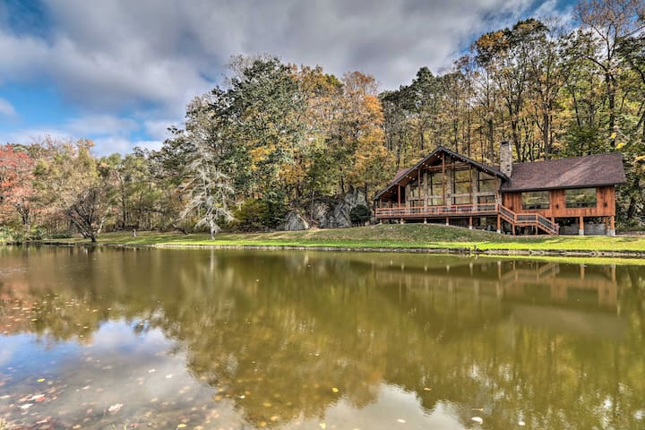 NEW! Secluded Cabin w/ Boats, <6 Mi to Jenny Jump!