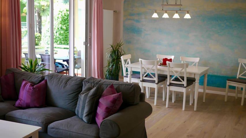 Helle Wohnung mit Seesicht und Pool