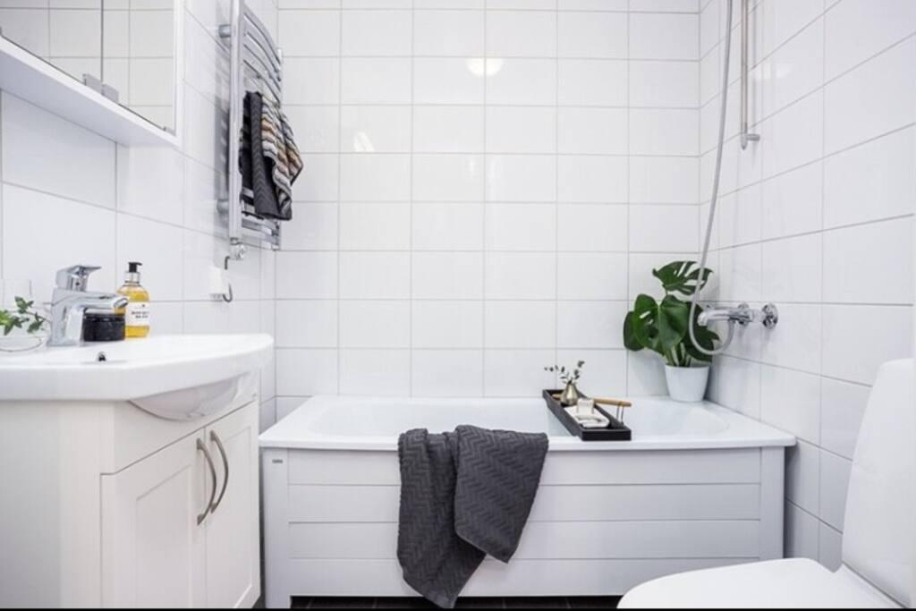 Bathroom 2 with bathtub.