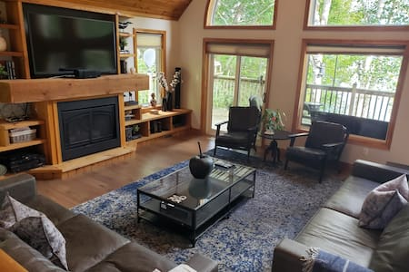 Large Water Front Muskoka Cottage for Families