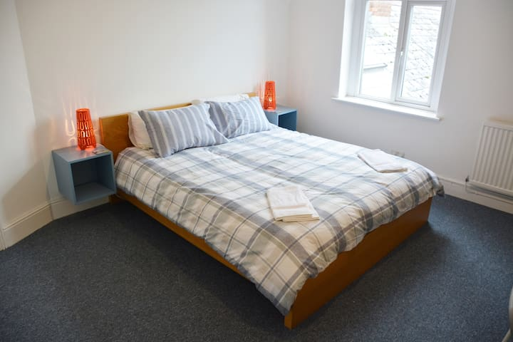 Cardiff Loft Flat 1BED + Sofa Bed. Easy Parking.
