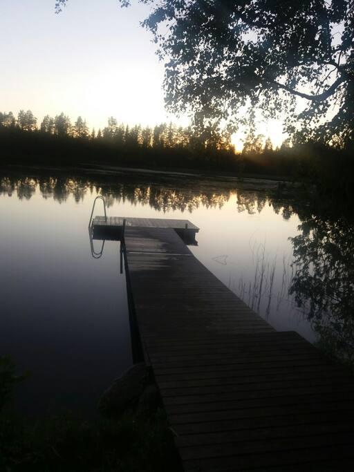 200 метров от дома озеро, общий пляж, есть грильница.