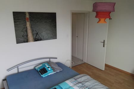 Nice room with queensize bed - Lenzburg