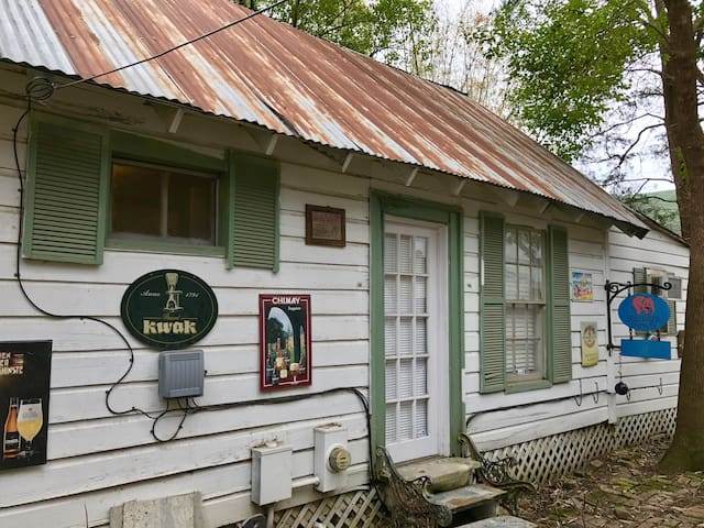 City Cabin in Historic Sixth Ward