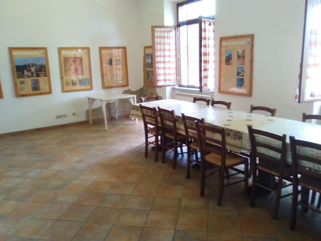 Ostello del Presciano. Casa per gruppi e famiglie - Presciano - Hostal