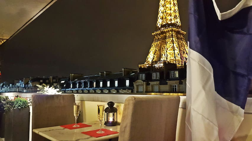 Stunning 2BR at Eiffel Tower Feet