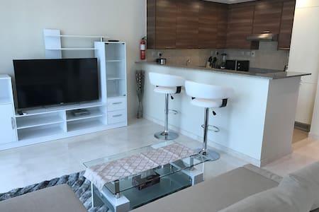 Spacious nicly furnished studio in bay square - Dubaj - Apartament