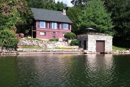 Lakefront Escape with Gorgeous Views - Holmes - Haus