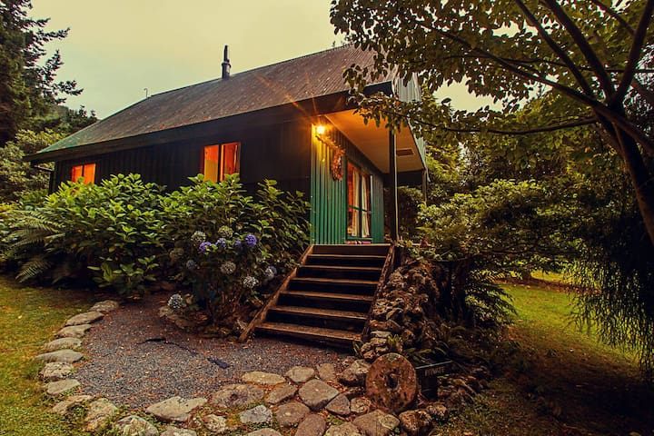 Efil Doog Gardens ecoPark - Cottage - Upper Hutt - Natur-Lodge