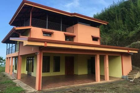 Grande villa intime de 3 étages - Grifo Alto - 단독주택