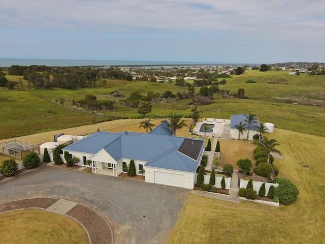 Beautiful Ocean Views, Lakes Entrance - Pool Room - Lakes Entrance - Konukevi