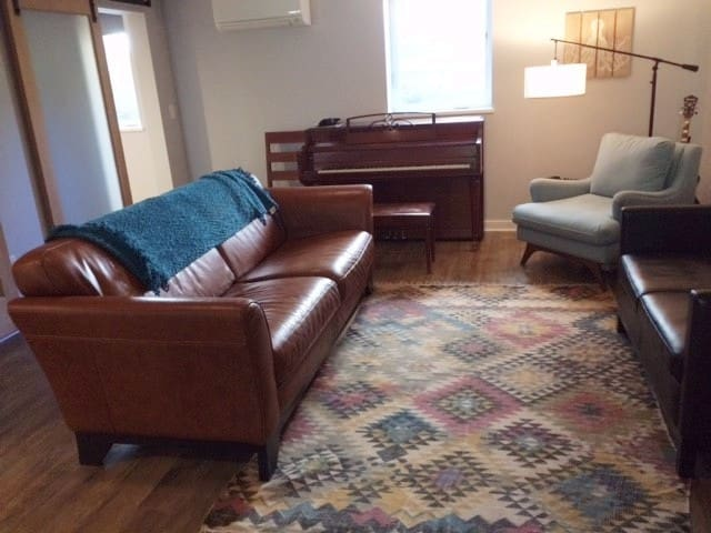 Cozy one-bedroom basement near Mississippi Ave!
