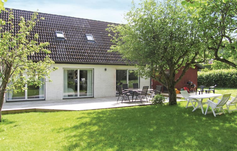Holiday cottage with 4 bedrooms on 135m² in Mölndal