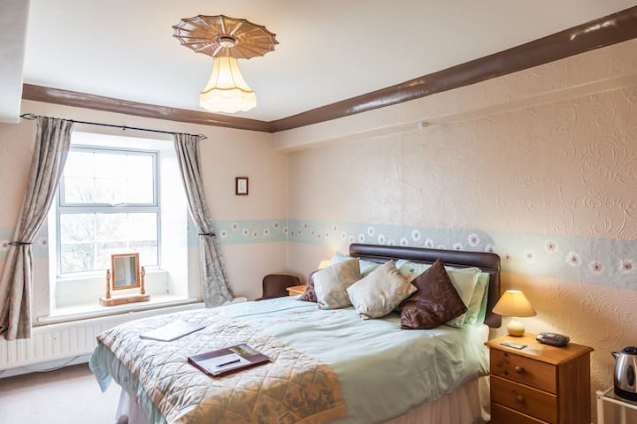 Newlands Hall Farmhouse Weardale Rose Room - weardale - Bed & Breakfast