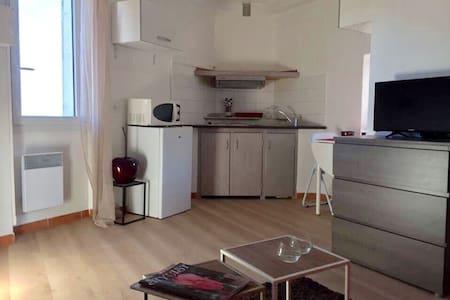 JOLI STUDIO 2 pers - 10mins Cannes - Le Cannet - Apartment
