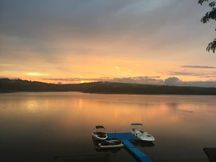 Retreat Recharge Lakeside / Catskills
