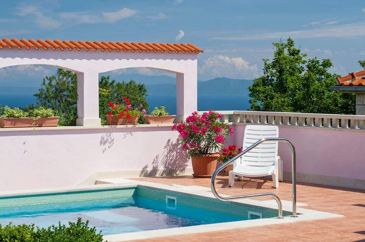 Adorable villa with pool, 3 bedrooms and sea view