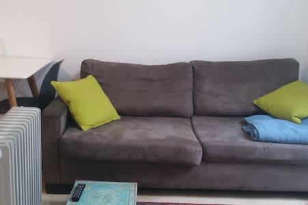 Bedroom and Living room- lovely place in Nachlaot - Jerusalem - Apartment
