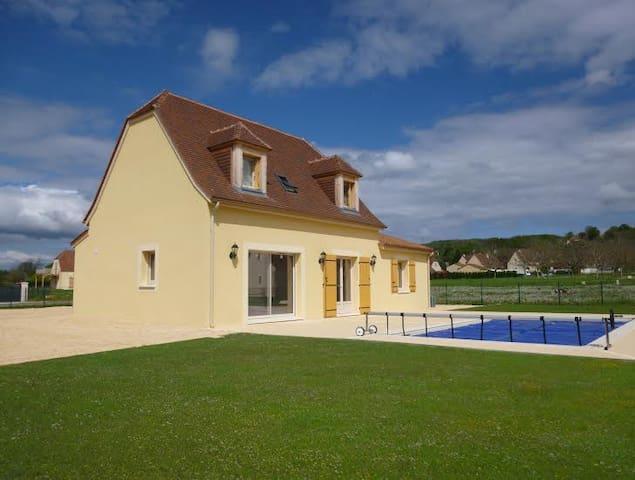 Une grande chambre avec piscine- idéale couple - Saint-Julien-de-Lampon - Flat