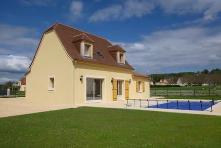 Une grande chambre avec piscine- idéale couple - Saint-Julien-de-Lampon