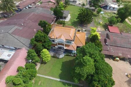 Beautiful Beach house,Private beach - tanjung keling  - Bungaló
