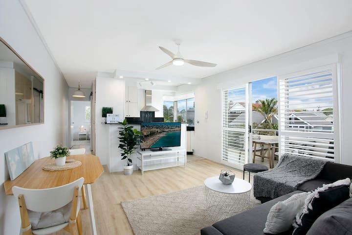 Bright, Modern, Renovated Beachside Apartment