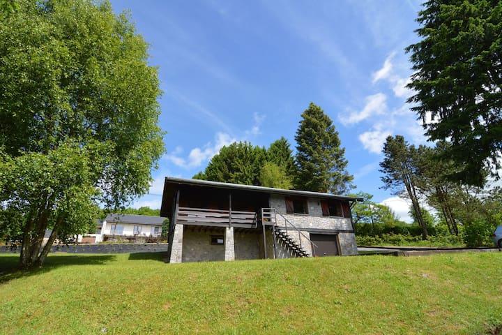Nordisches Ferienhaus in Vencimont mit Terrasse