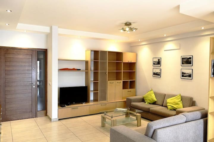 Kornesios Suite