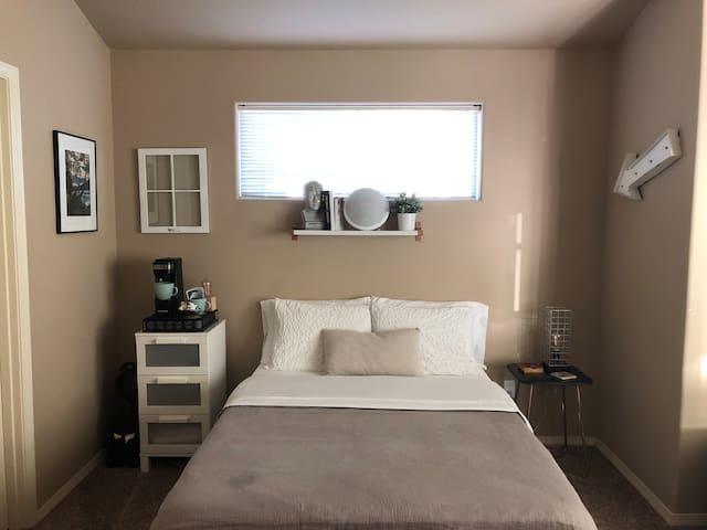 Modern room close to Intel, Nike & beach