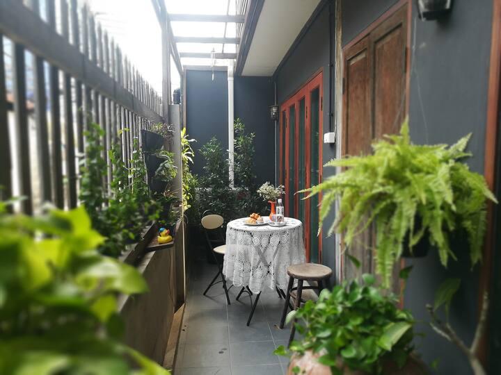Aumdang-Jiem massuk, Dok-Ruk Room, 1st floor