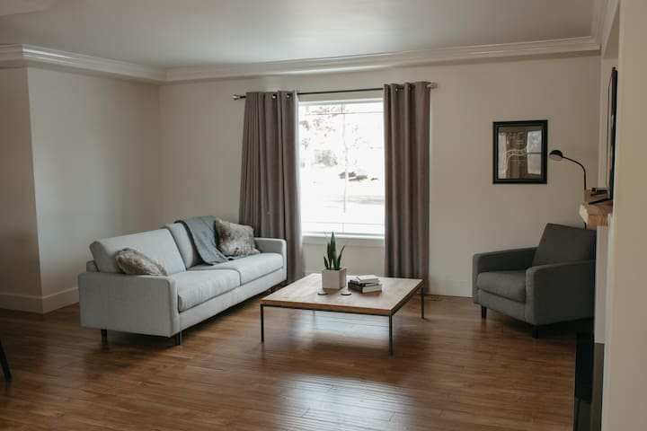 3 bedroom modern and cozy home near the university