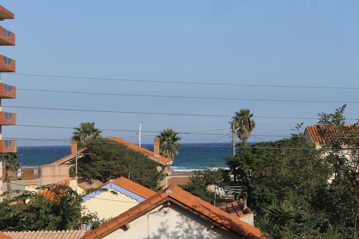 Appart  50 m de la mer, piscine et parking privés!
