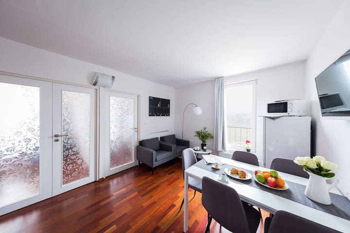 EXPO Prague Castle view 2BR for 5 ppl w/ rooftop - Praha - Byt