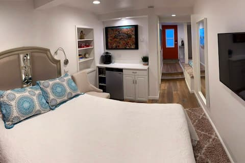 Comfy, modern suite close to all SD has to offer!