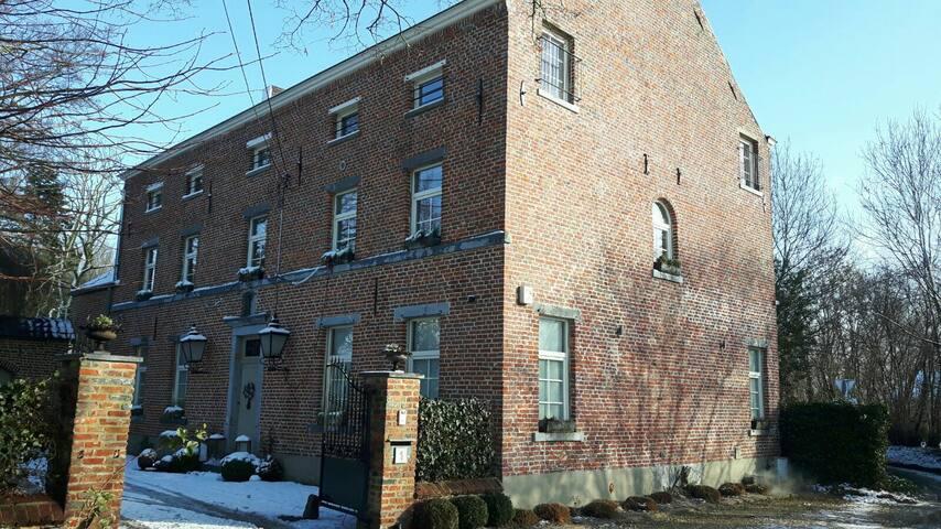 Lumineux appartement au 2e étage - Perwez - Apartment
