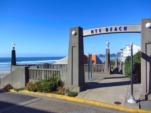Heart of Nye Beach, Steps to Beach, Pet Friendly!