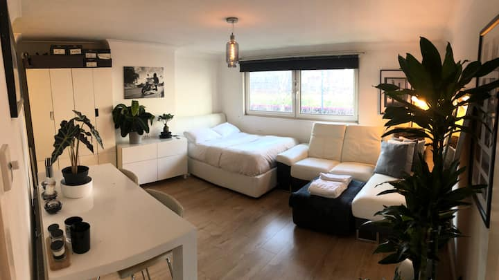 GREAT LOCATION, clean, Modern and bright Studio