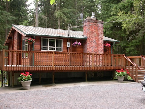 Cozy Log Cabin Getaway on 6 Private Acres